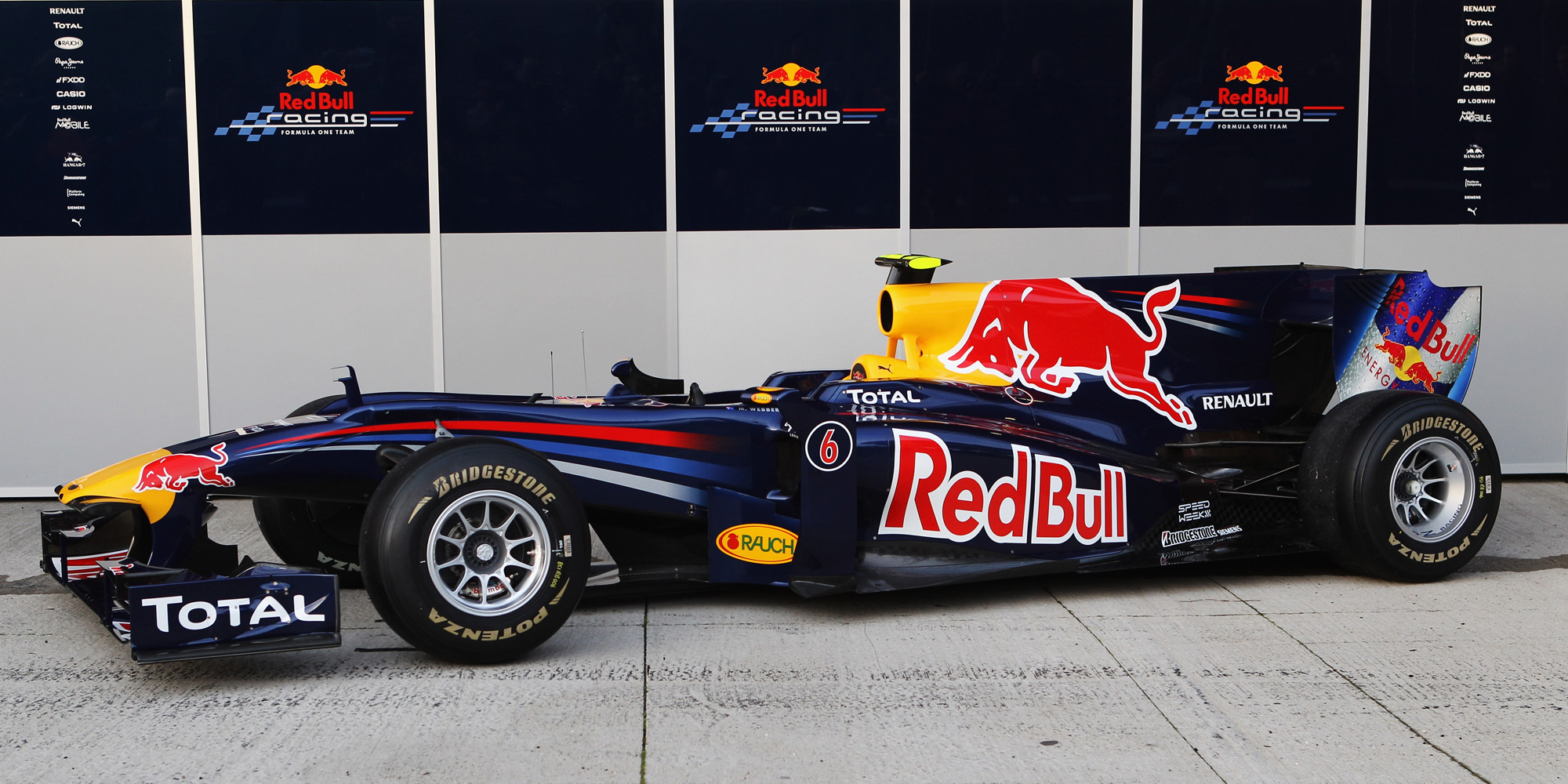 Racing unveils 2010 F1 car