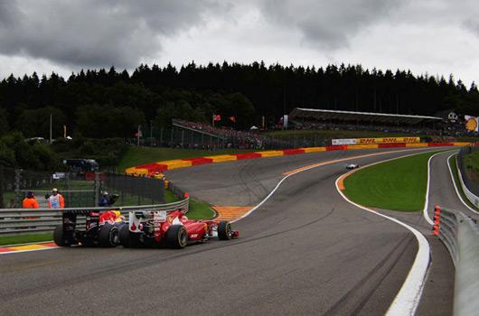 BelgianGP-Webber-Alonso-Eau-Rouge