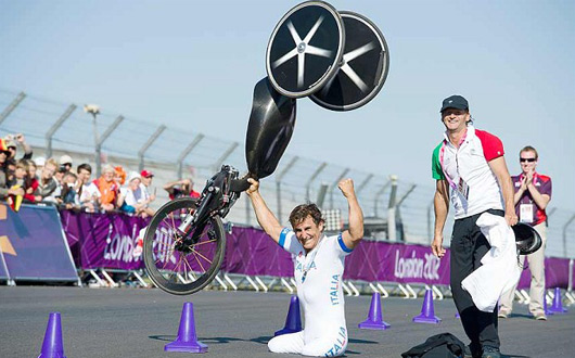 Alex Zanardi wins gold at London 2012 Paralympics