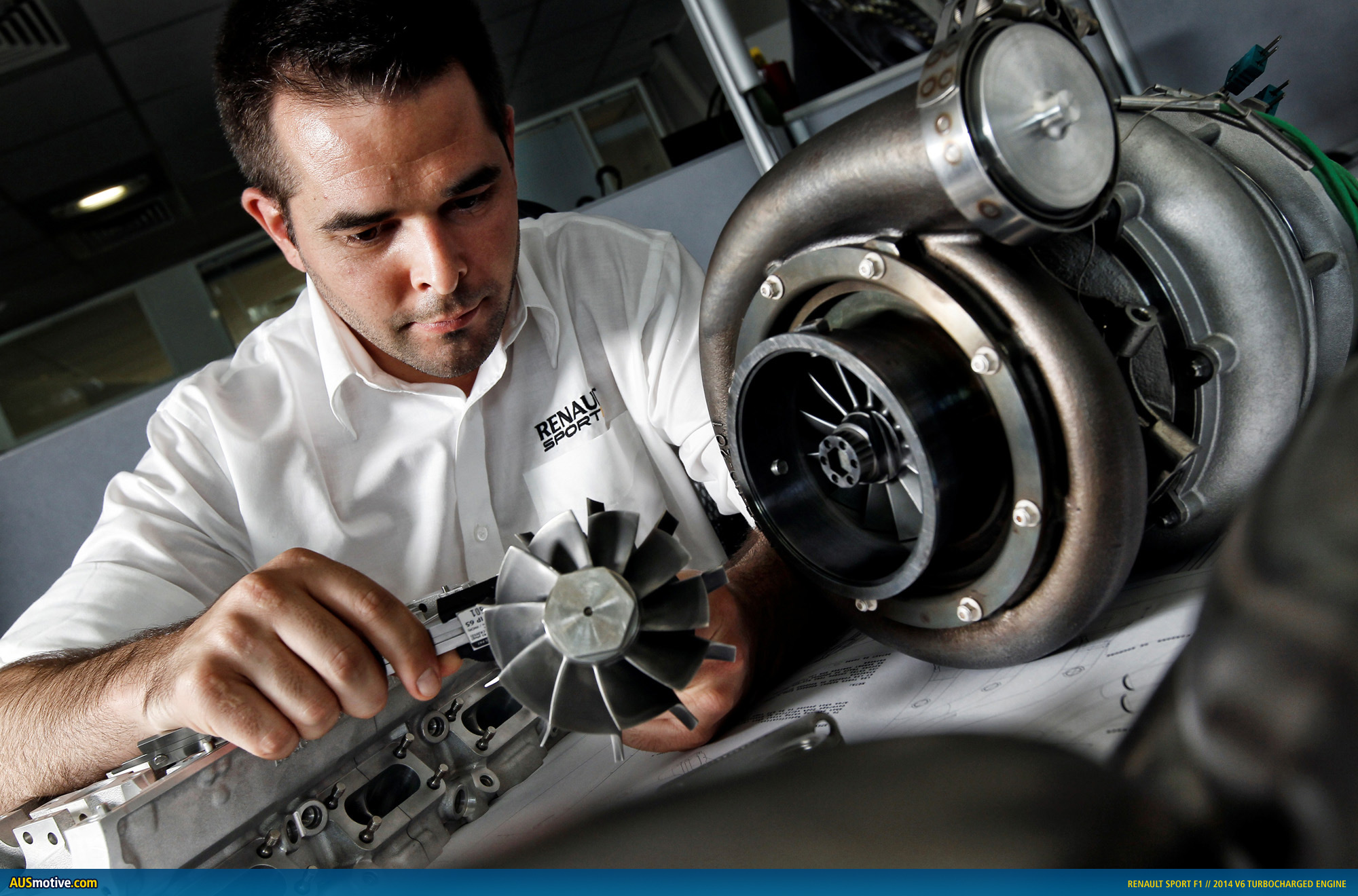 renault shows off its 2014 f1 v6 power unit