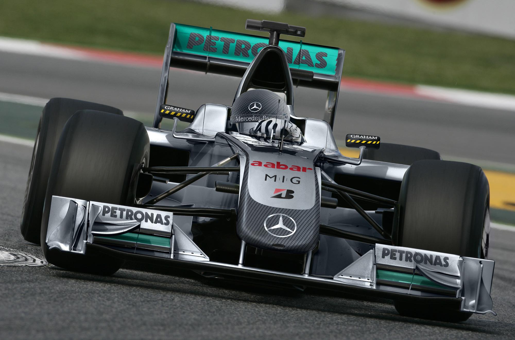 Mercedes gp picks up petronas for Mercedes benz petronas