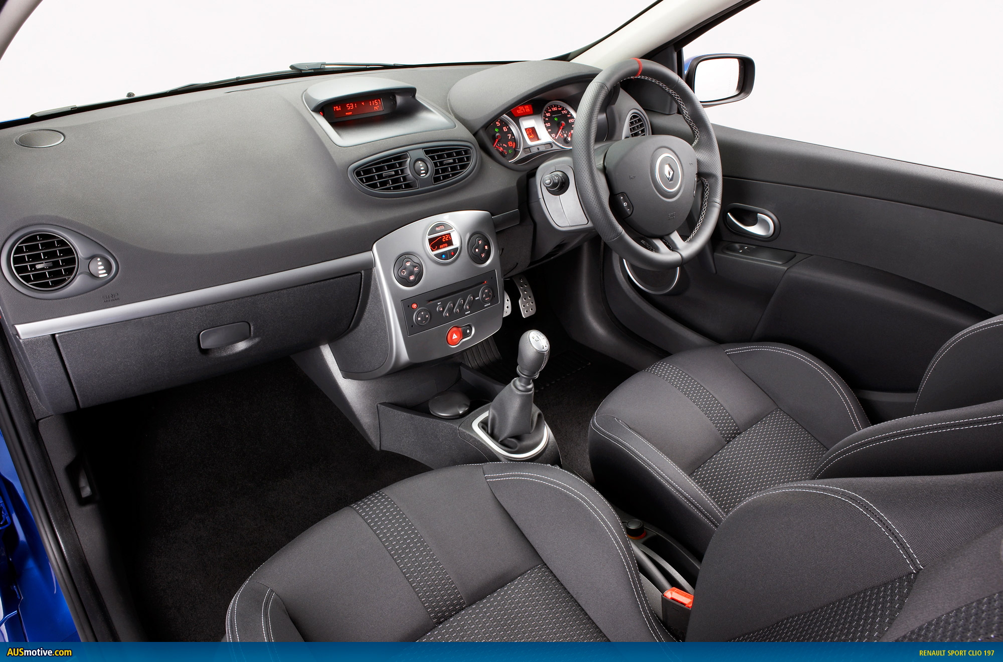 renault adds dynamic duo to hot hatch cave. Black Bedroom Furniture Sets. Home Design Ideas