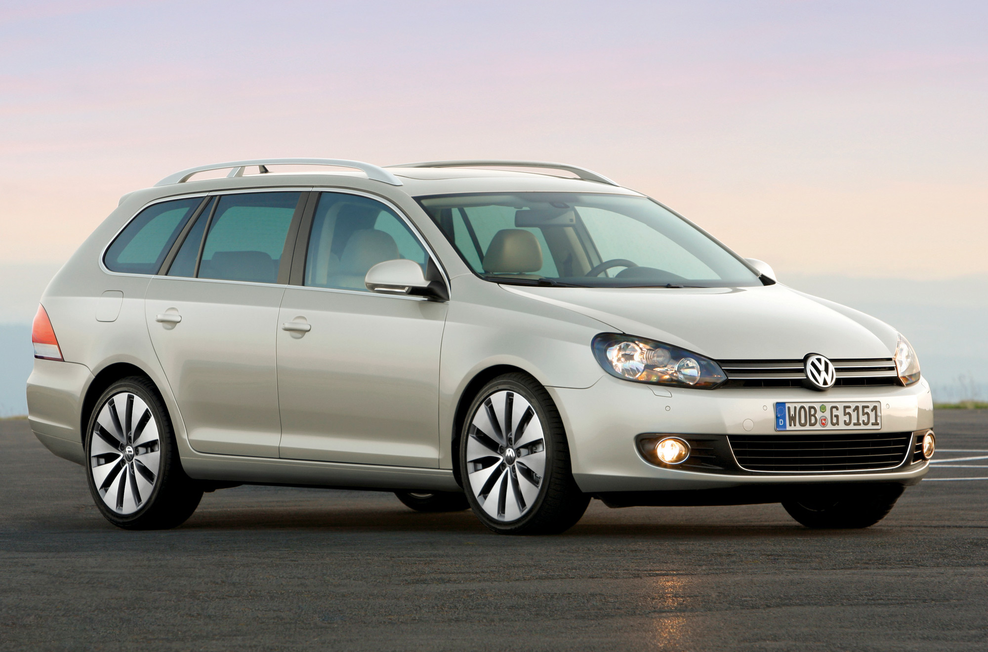 volkswagen s golf joins estate bandwagon. Black Bedroom Furniture Sets. Home Design Ideas
