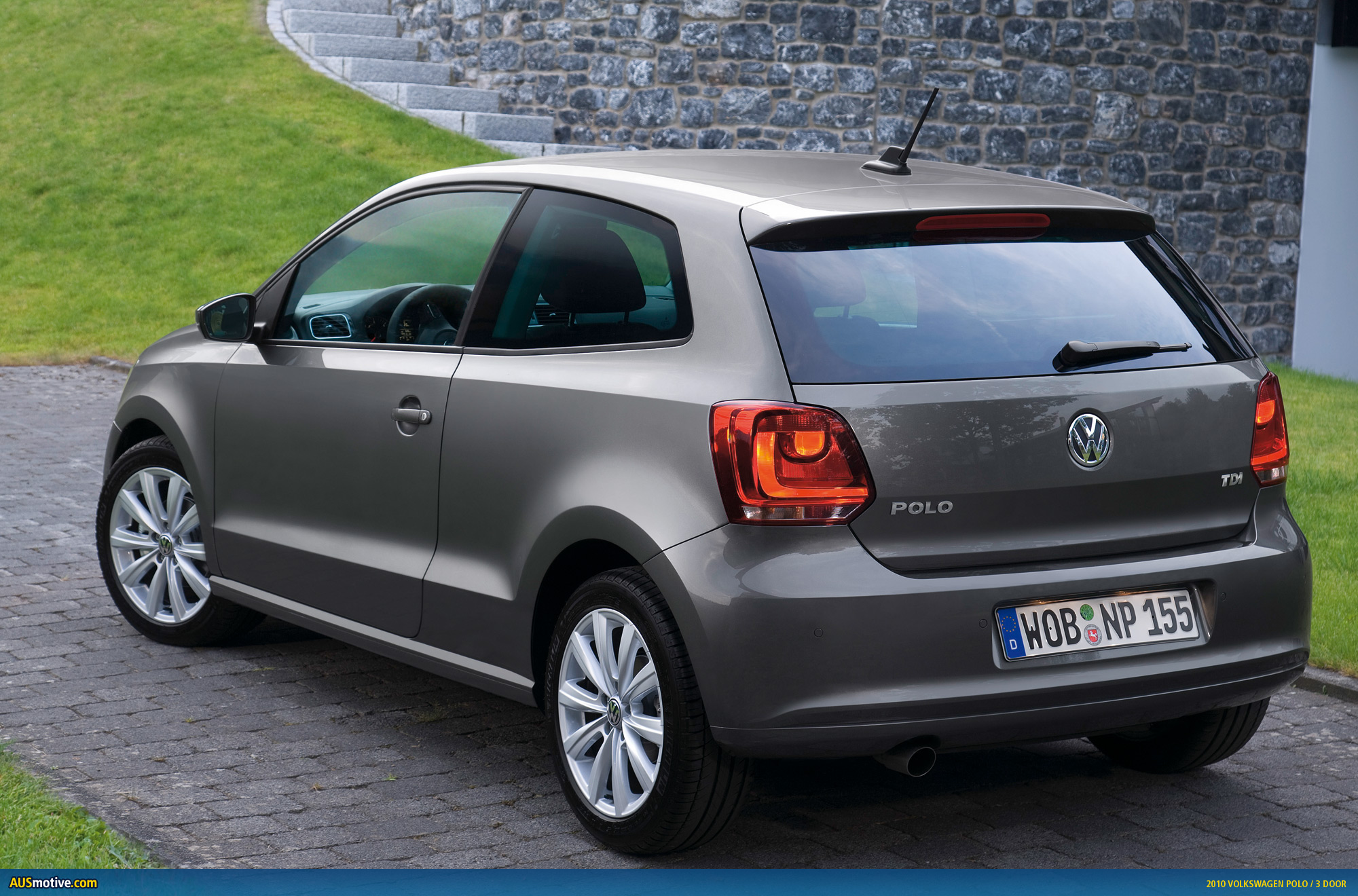 volkswagen polo gets three doors and five stars. Black Bedroom Furniture Sets. Home Design Ideas