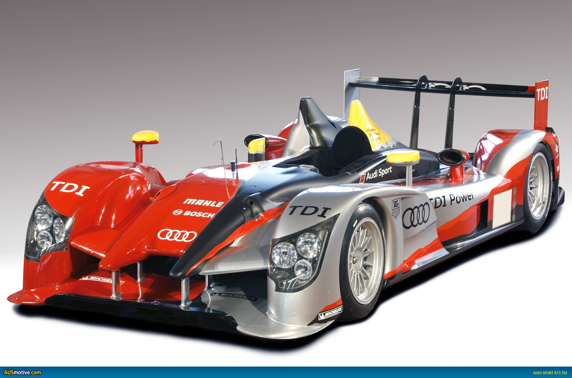 audi refreshes r15 le mans racer. Black Bedroom Furniture Sets. Home Design Ideas