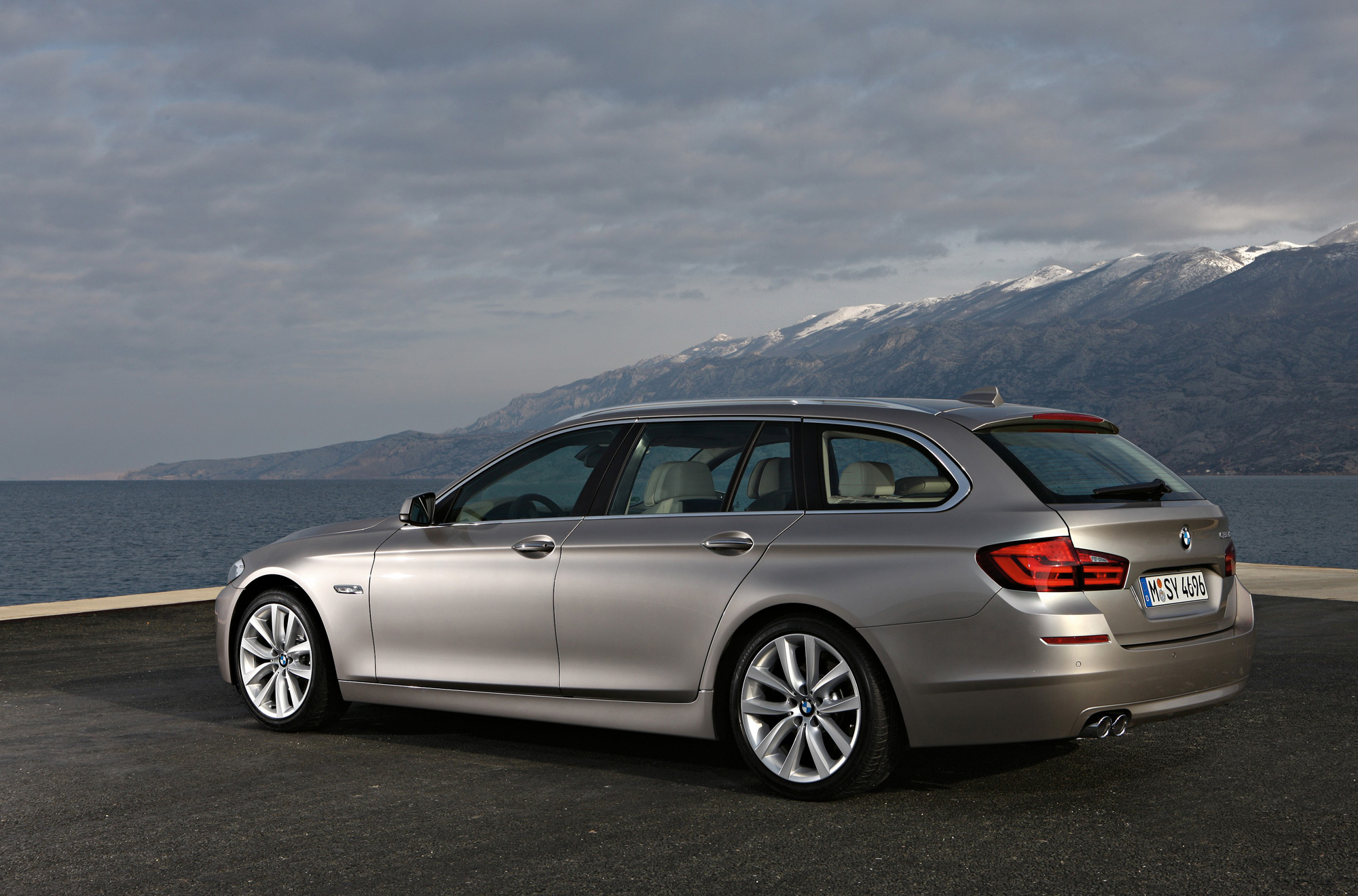 bmw 5 series touring aus launch in october. Black Bedroom Furniture Sets. Home Design Ideas