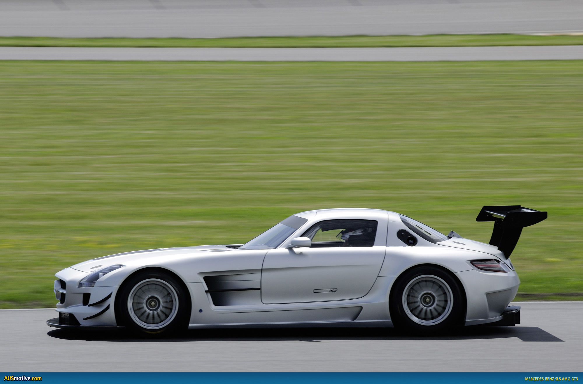 Mercedes benz sls amg gt3 photo gallery for Mercedes benz press release