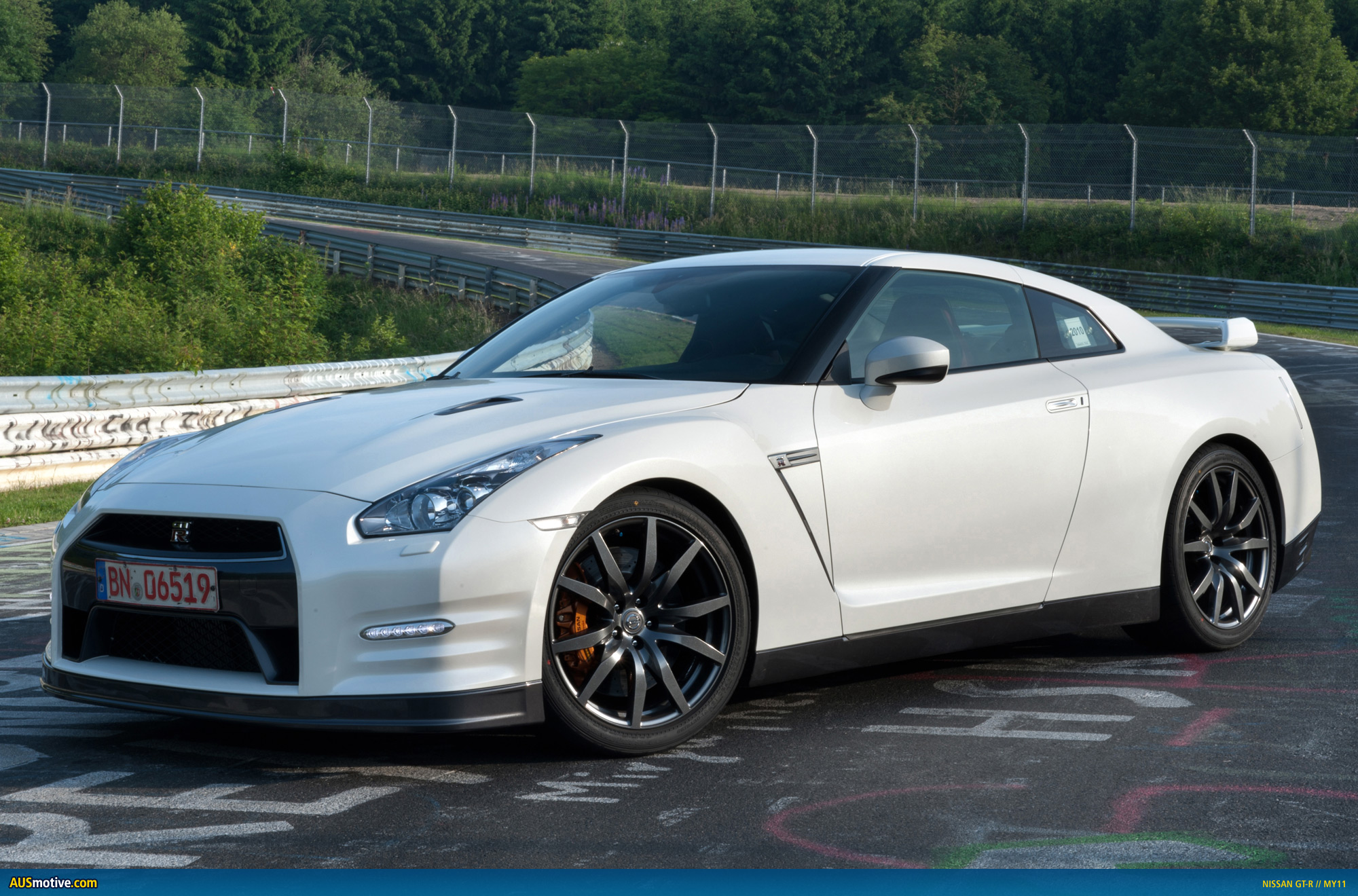 nissan gt r my11 specs released. Black Bedroom Furniture Sets. Home Design Ideas