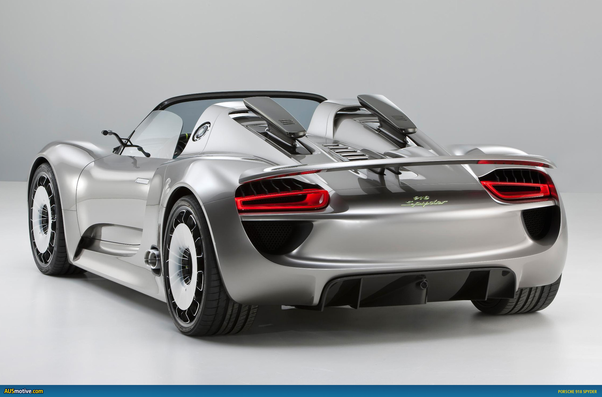 porsche 918 spyder given green light. Black Bedroom Furniture Sets. Home Design Ideas