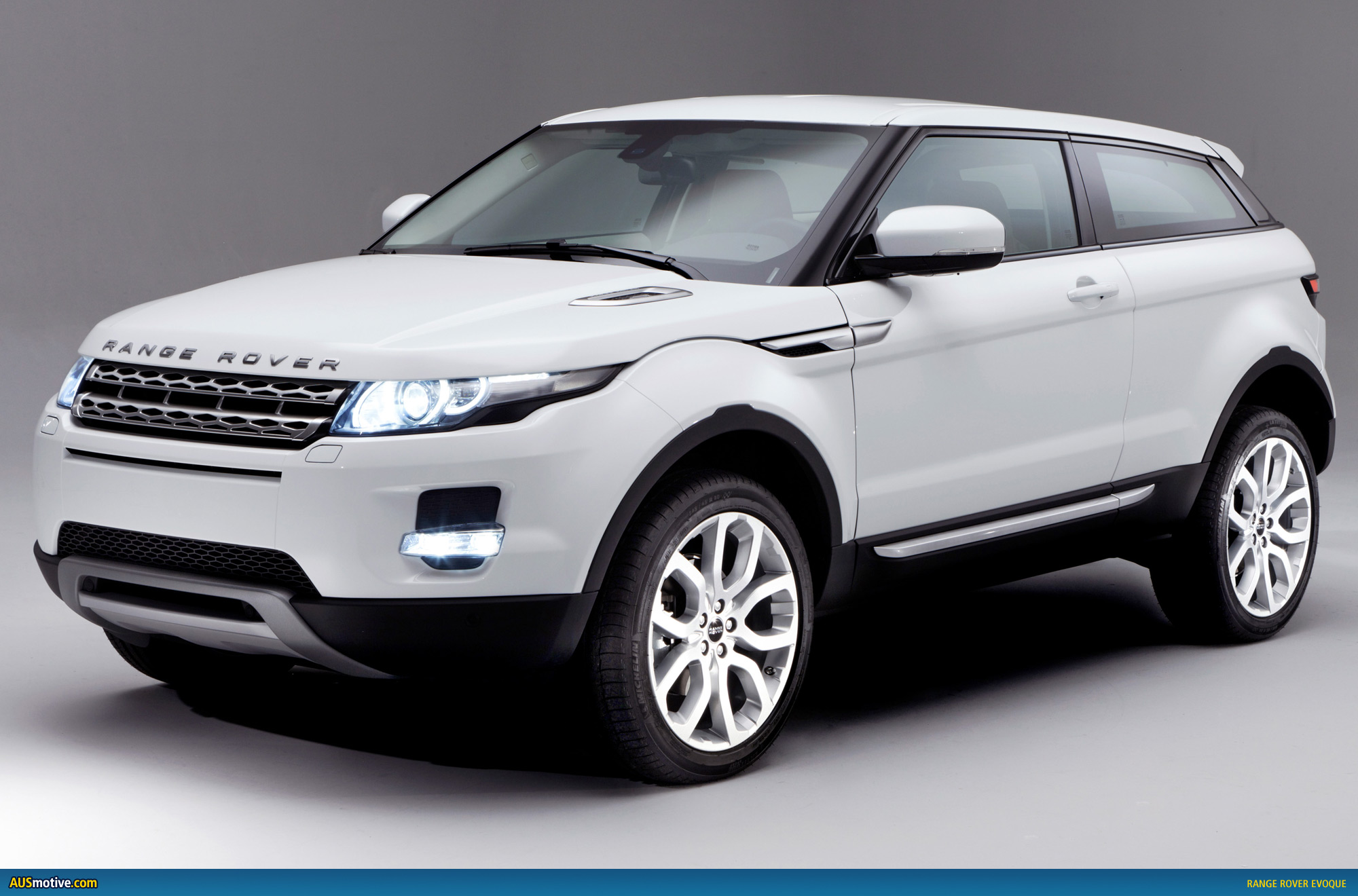 range rover evoque gets early showing. Black Bedroom Furniture Sets. Home Design Ideas