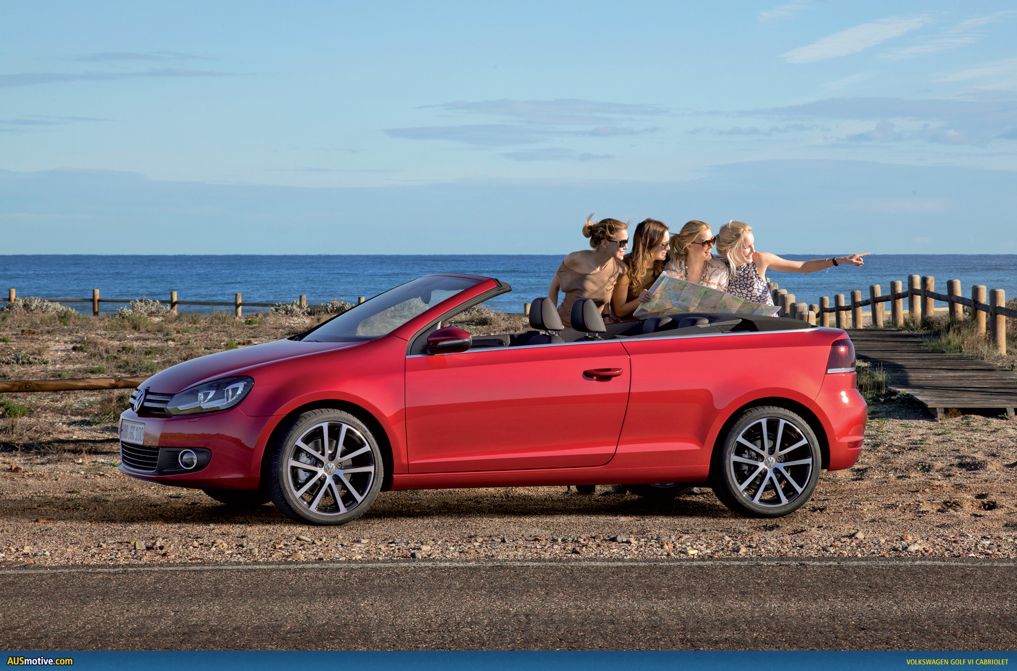 volkswagen lifts lid on new golf cabriolet. Black Bedroom Furniture Sets. Home Design Ideas