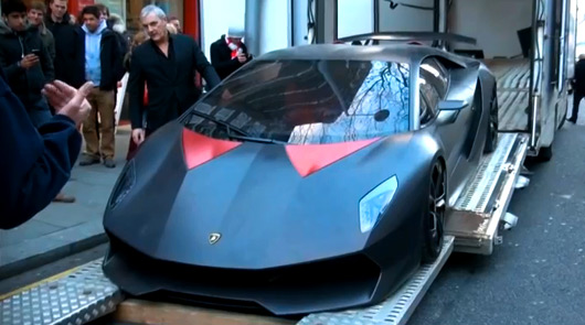 Lamborghini Sesto Elemento arrives in London