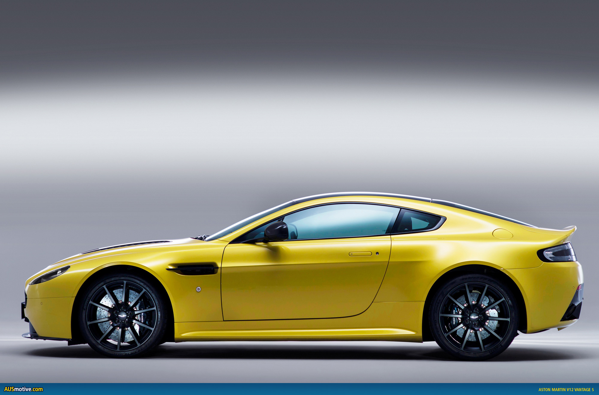 aston martin vantage 2018 side view. Aston Martin V12 Vantage S 2018 Side View