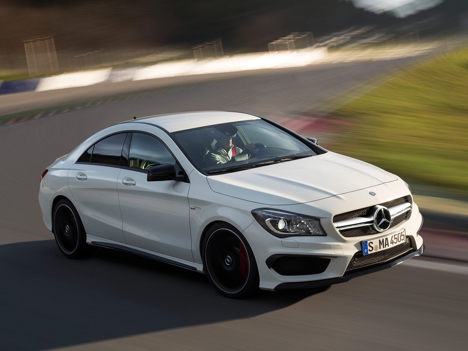 Mercedes benz cla 45 amg images leaked for Mercedes benze cla