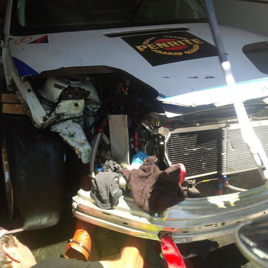 BMW M3 GTR, aftermath of kangaroo strike, 2015 Bathurst 12 hour