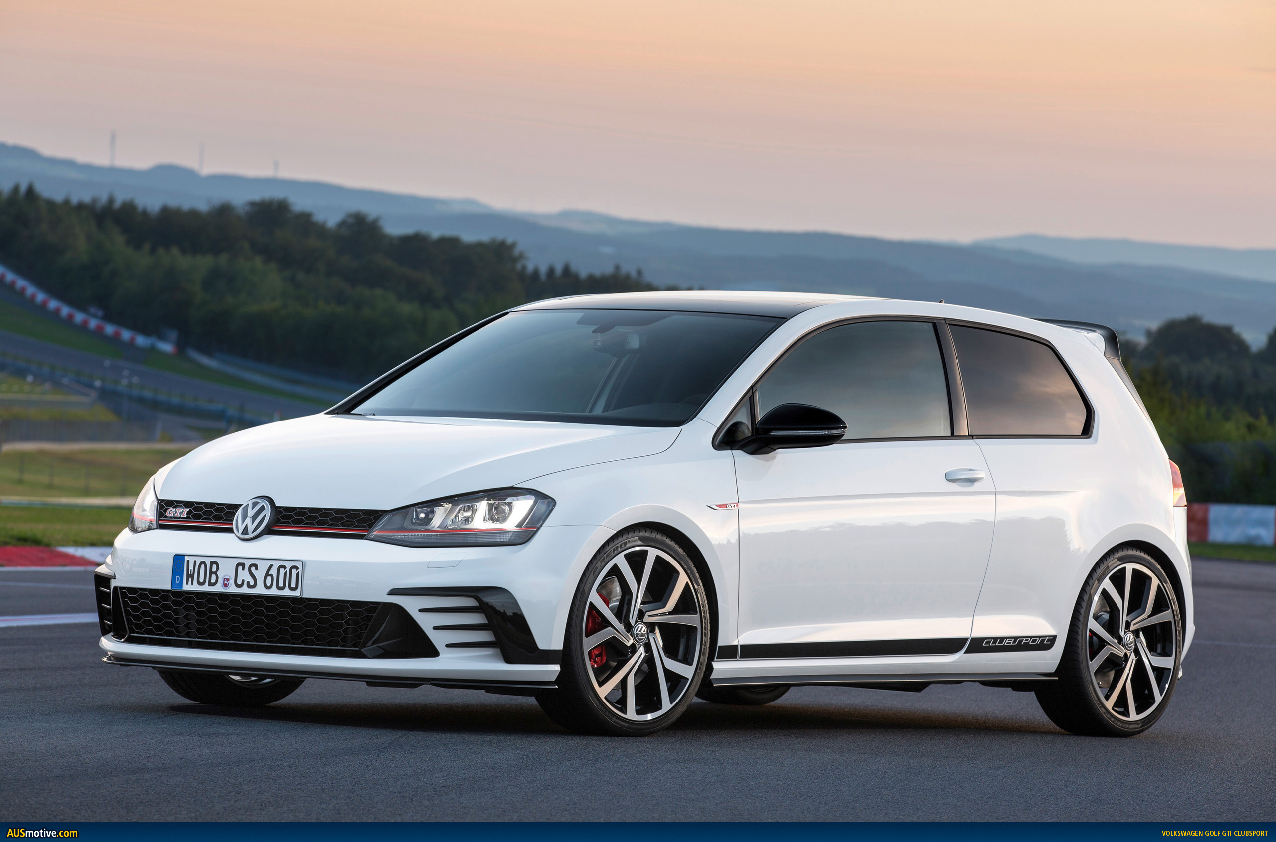 volkswagen golf gti clubsport revealed. Black Bedroom Furniture Sets. Home Design Ideas